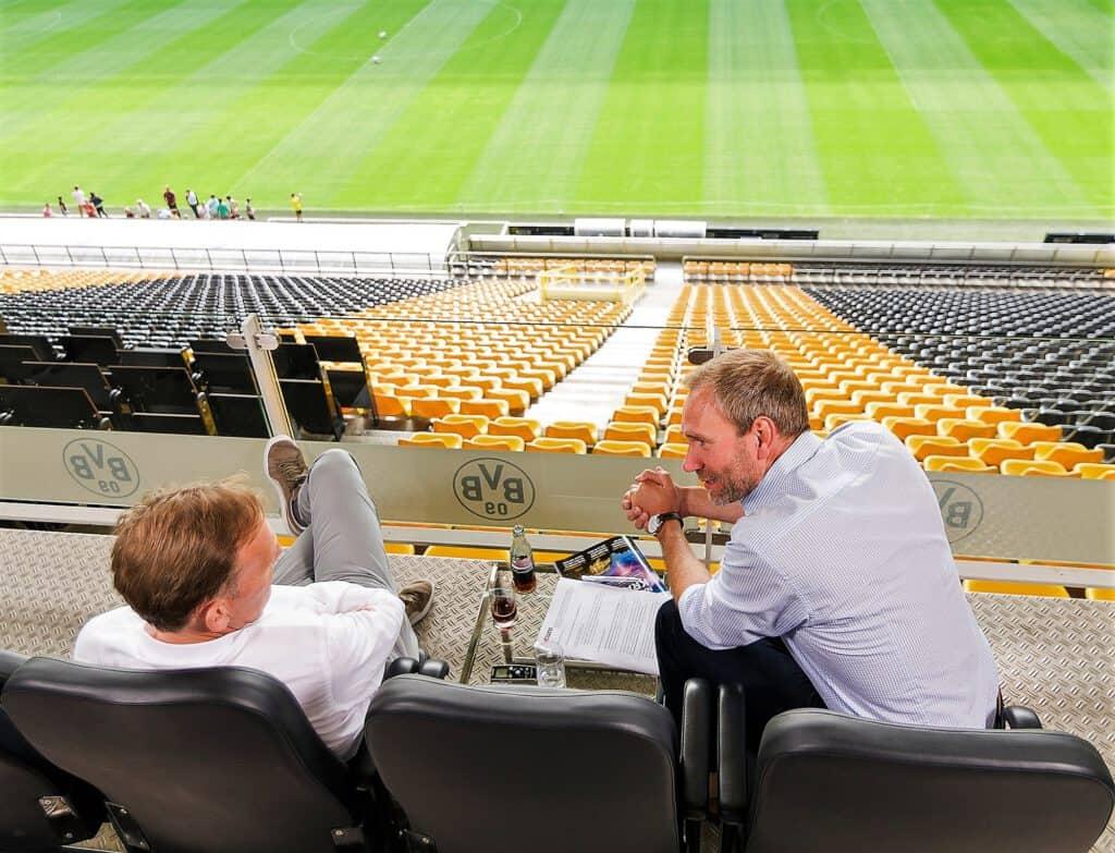 Mario Müller Dofel interviewt Aki Watzke im BVB-Stadion